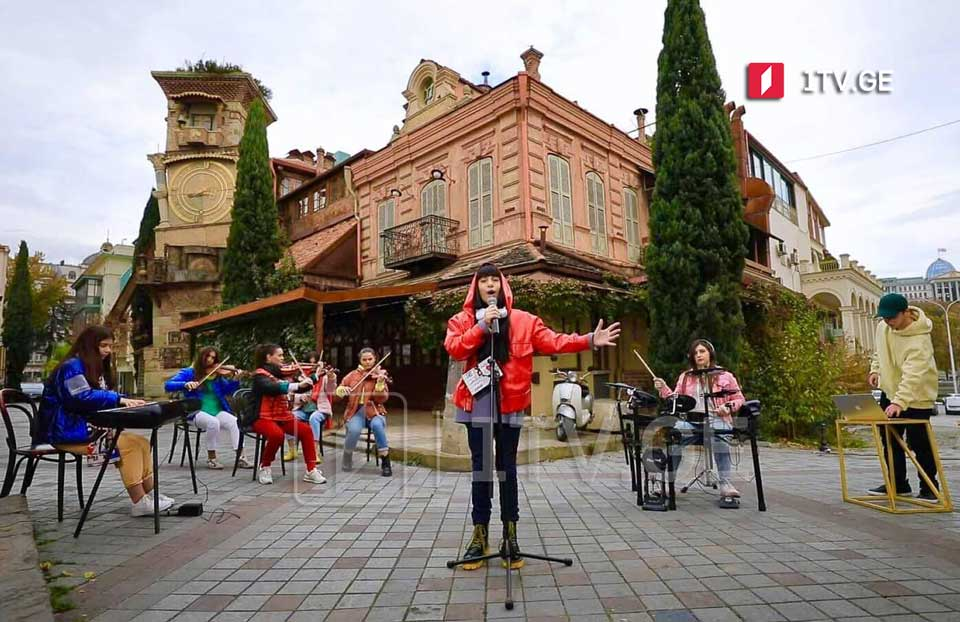 Presentation of video clip of JESC entry song held