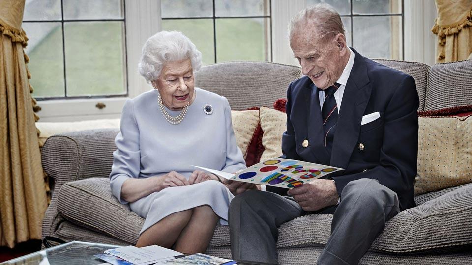 დიდი ბრიტანეთის დედოფალმა და ედინბურგის ჰერცოგმა ქორწინების 73-ე წლისთავის აღსანიშნავად ერთობლივი ფოტო გაავრცელეს