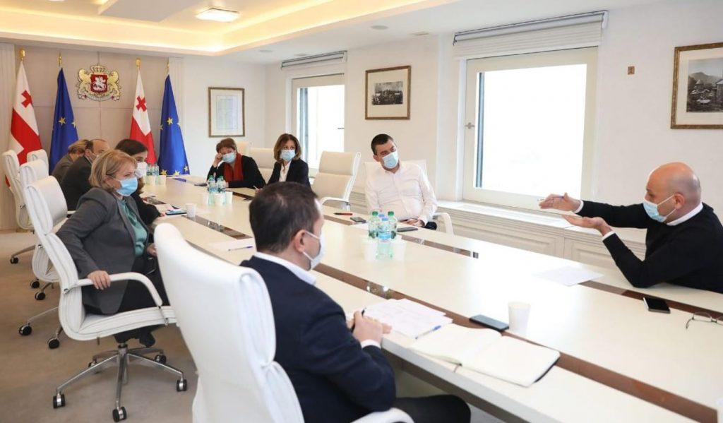 ბიზნესის მხარდასაჭერ დამატებით ღონისძიებებზე პრემიერ-მინისტრმა ეკონომიკურ გუნდთან სამუშაო შეხვედრა გამართა