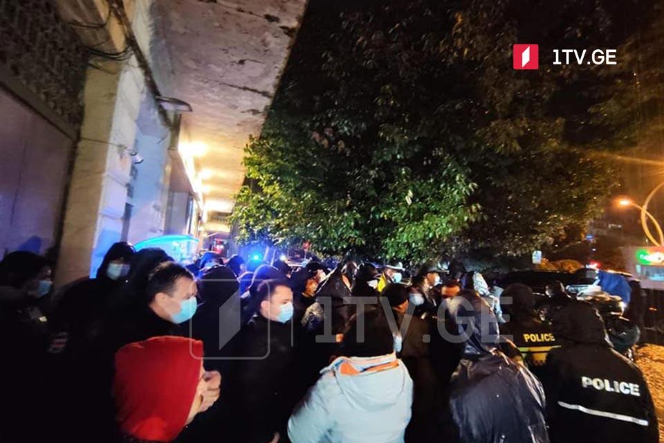 Batumi rayon seçki komisiyasının yanında keçirilən aksiyada bir neçə nəfər həbs edildi [Video]