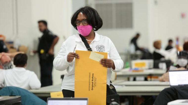 რესპუბლიკელები მიჩიგანის შტატის საარჩევნო კომისიას არჩევნების შედეგების დამტკიცების ორი კვირით გადავადების თხოვნით მიმართავენ