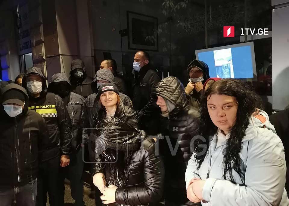 Все пятеро членов организации «Альтернатива», задержанные на митинге перед Батумской окружной избирательной комиссии, были отпущены под подписку