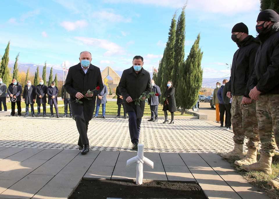 Գրիգոլ Լիլուաշվիլին և Վախտանգ Գոմելաուրին հարգել են հատուկ գործողության ժամանակ զոհված հատուկ ջոկատային, Իվանե Գոլաշվիլիի հիշատակը