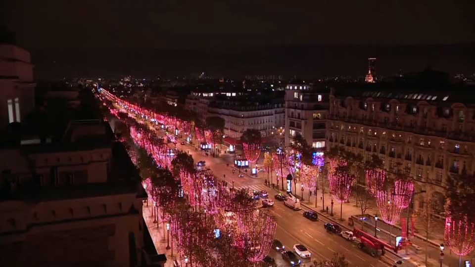 Փարիզում վառվել են ամանորյա լույսերը