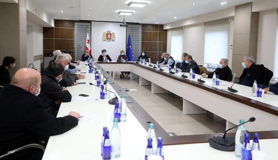 პრემიერ-მინისტრის დავალებით, მთავრობის ეკონომიკური გუნდი ბაზრობების წარმომადგენლებს შეხვდა