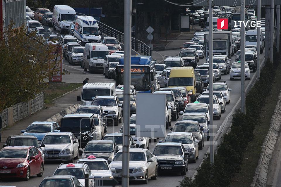 Движение транспорта в столице затруднено [фото]