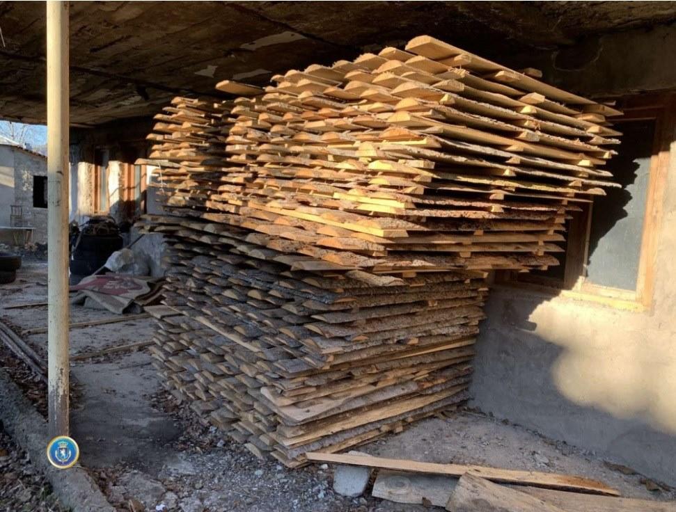 ბორჯომში, სახლის სარდაფში უკანონო სახერხი საამქრო გამოავლინეს