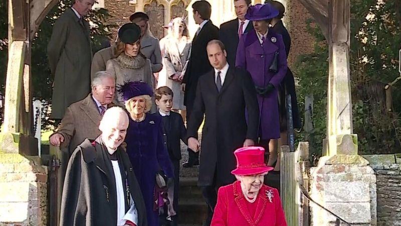 დედოფალი ელისაბედ მეორე და მისი მეუღლე, ისტორიაში პირველად, შობას უინძორების სასახლეში ოჯახის წევრების გარეშე შეხვდებიან