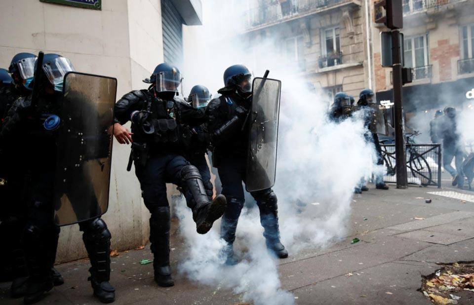პარიზში გამართულ საპროტესტო აქციაზე პოლიციასა და დემონსტრანტებს შორის დაპირისპირება მოხდა