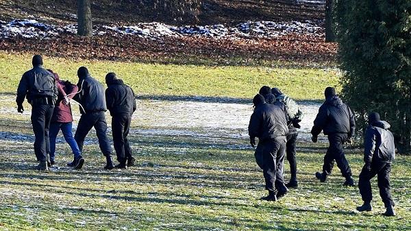 პოლიციამ მინსკში საპროტესტო აქციის 300-ზე მეტი მონაწილე დააკავა