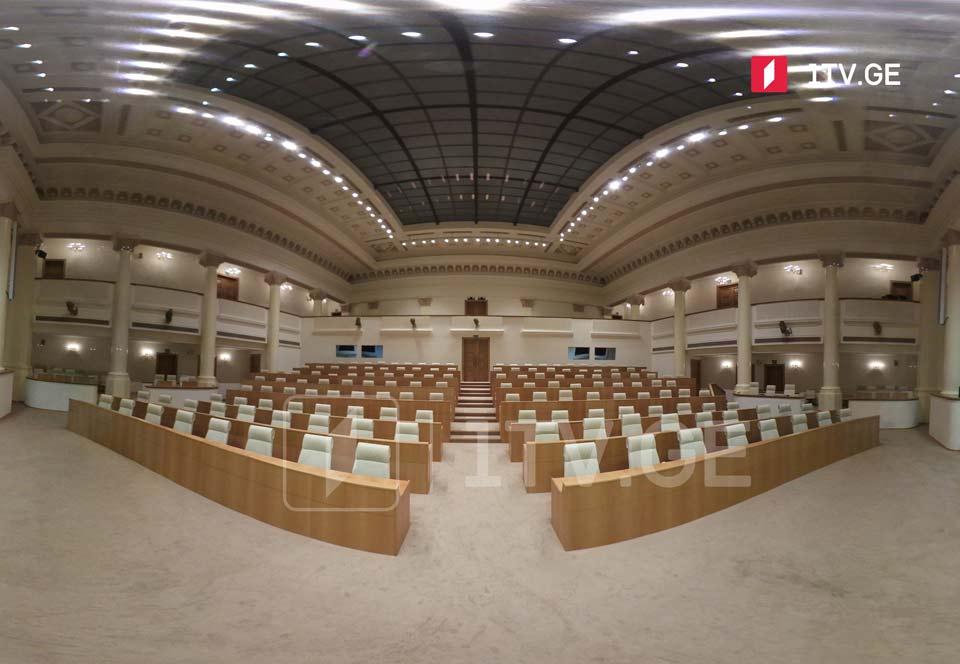 Первое заседание парламента десятого созыва состоится сегодня