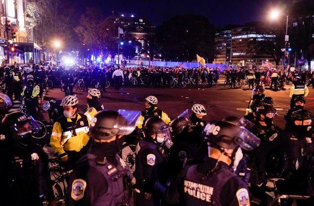 Վաշինգտոնում ընթացող ցույցին ընդհարում է տեղի ունեցել Դոնալդ Թրամփի կողմնակիցների և հակառակորդների միջև