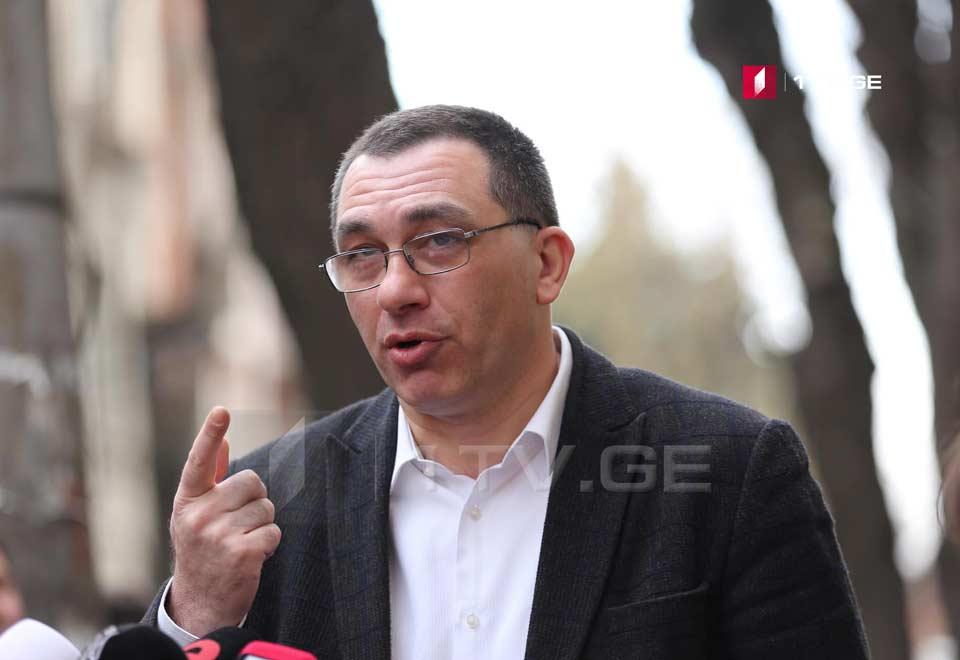 Qiqa Bokeriya - İrakli Kobaxidze və Aleko Elisaşvili eyni mətnli bəyanatlar verirlər