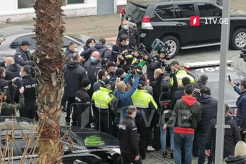 აჭარის უმაღლეს საბჭოსთან აქციაზე, პოლიციისადმი დაუმორჩილებლობის გამო, კიდევ ორი პირი დააკავეს