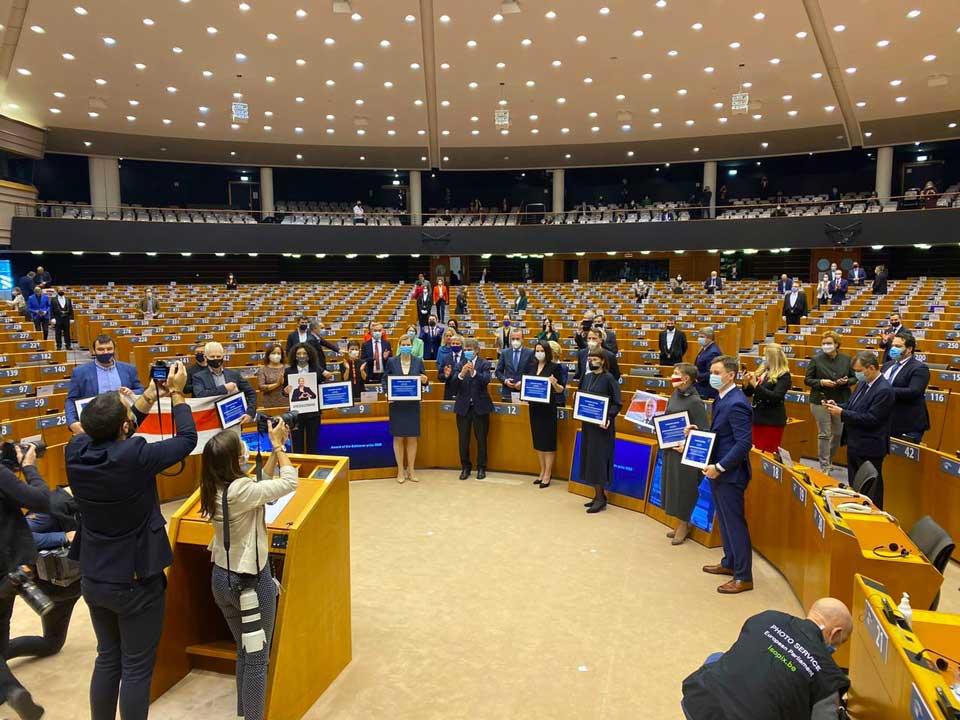 """ევროპარლამენტის პლენარულ სხდომაზე სახაროვის სახელობის პრემია """"აზრის თავისუფლებისთვის"""" ბელარუსის ოპოზიციას გადაეცა"""