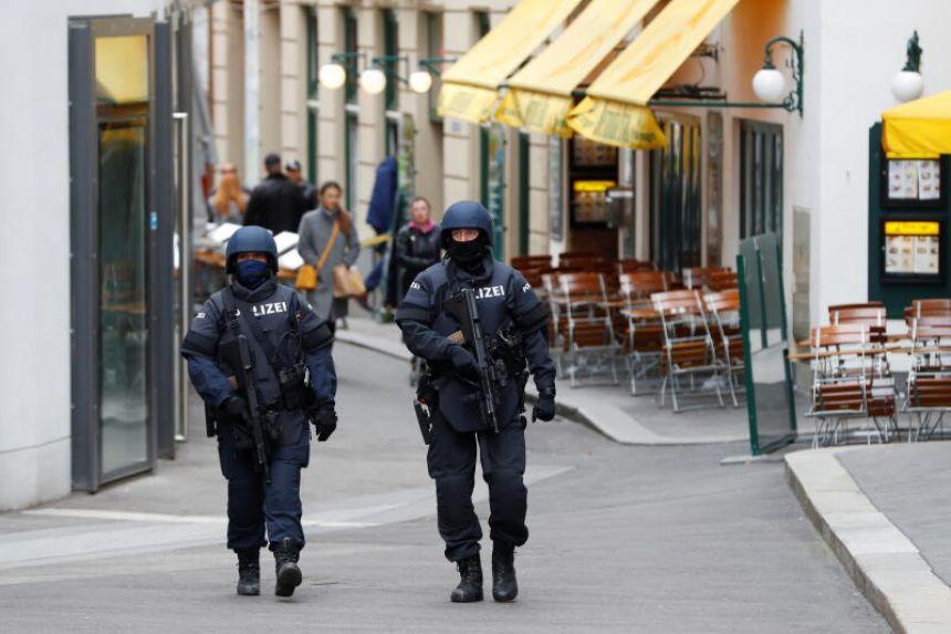 ავსტრიის პოლიციამ ვენაში, ნოემბრის დასაწყისში მომხდარი ტერორისტული თავდასხმის გამოძიების ფარგლებაში კიდევ ორი პირი დააკავა