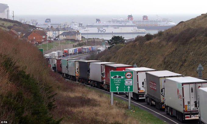 Մեծ Բրիտանիայի Կենտի կոմսությունում հարյուրավոր բեռնատարներ սպասում են Ֆրանսիայի սահմանի բացմանը