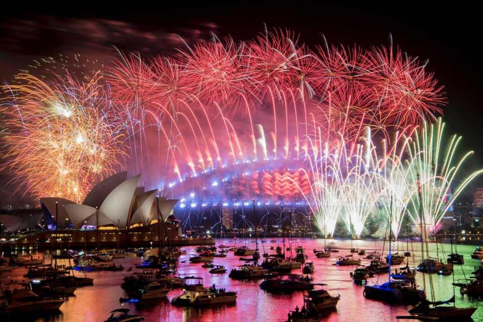 ავსტრალიაში ახალი წლის დადგომას თვალისმომჭრელი სანახაობით შეეგებნენ