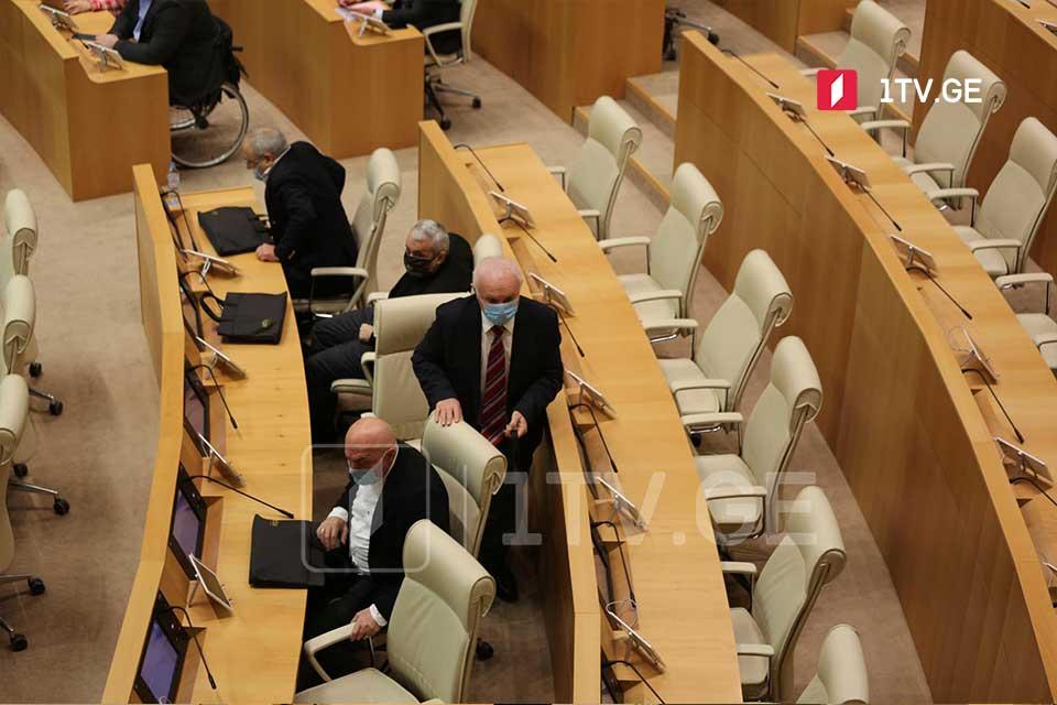 Parlamentin iclasına müxalifətin nümayəndələri də qoşuldular
