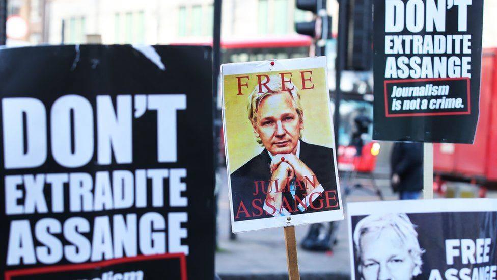 """ლონდონის სასამართლომ """"ვიკილიქსის"""" დამფუძნებელ ჯულიან ასანჟს გირაოთი გათავისუფლებაზე უარი უთხრა"""