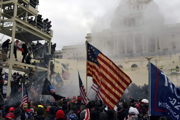 По информации полиции Вашингтона, в результате вторжения в Конгресс и беспорядков погибли четыре человека
