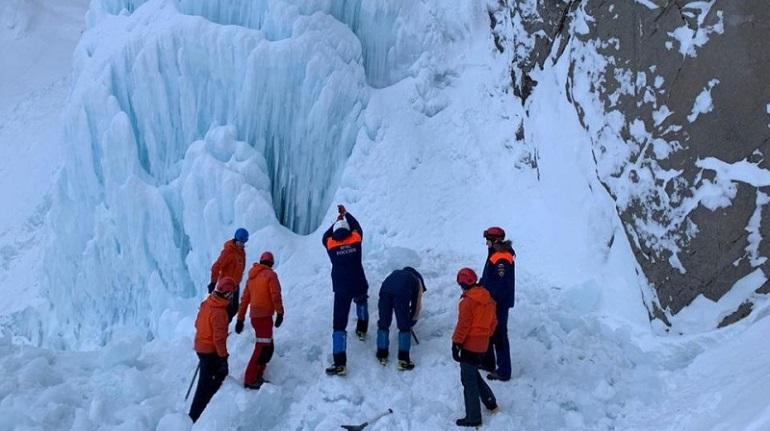 კამჩატკის ჩანჩქერზე ყინულის ჩამოშლის შედეგად გარდაიცვალა ერთი და დაშავდა ორი ადამიანი