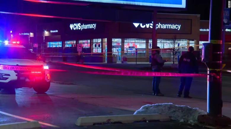 ჩიკაგოში ერთი პირის მიერ განხორციელებული რამდენიმე შეიარაღებული თავდასხმის შედეგად სულ მცირე სამი ადამიანი დაიღუპა
