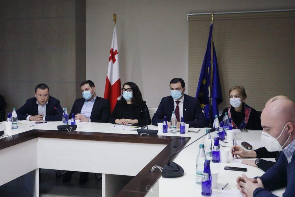 Government meets representatives of shopping malls amid pandemic