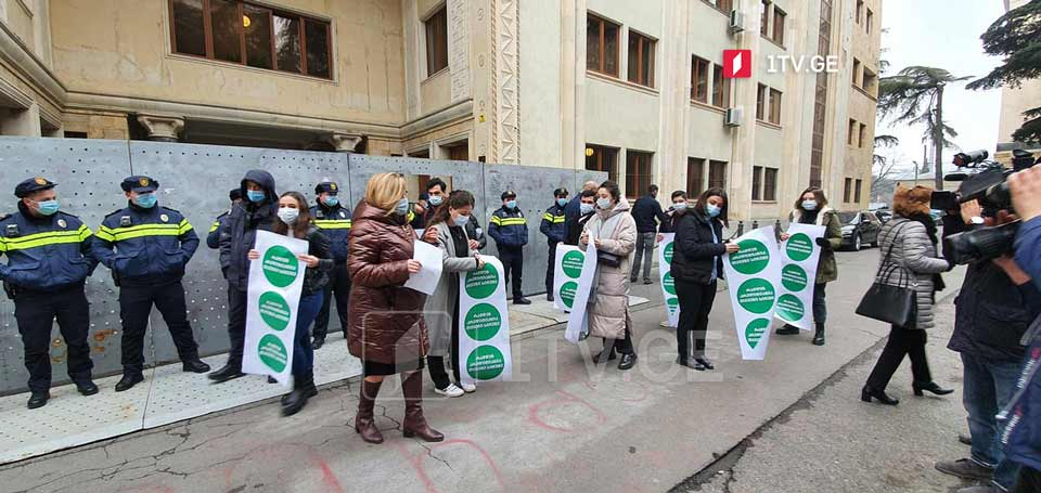 NGOs rally at parliament to support students