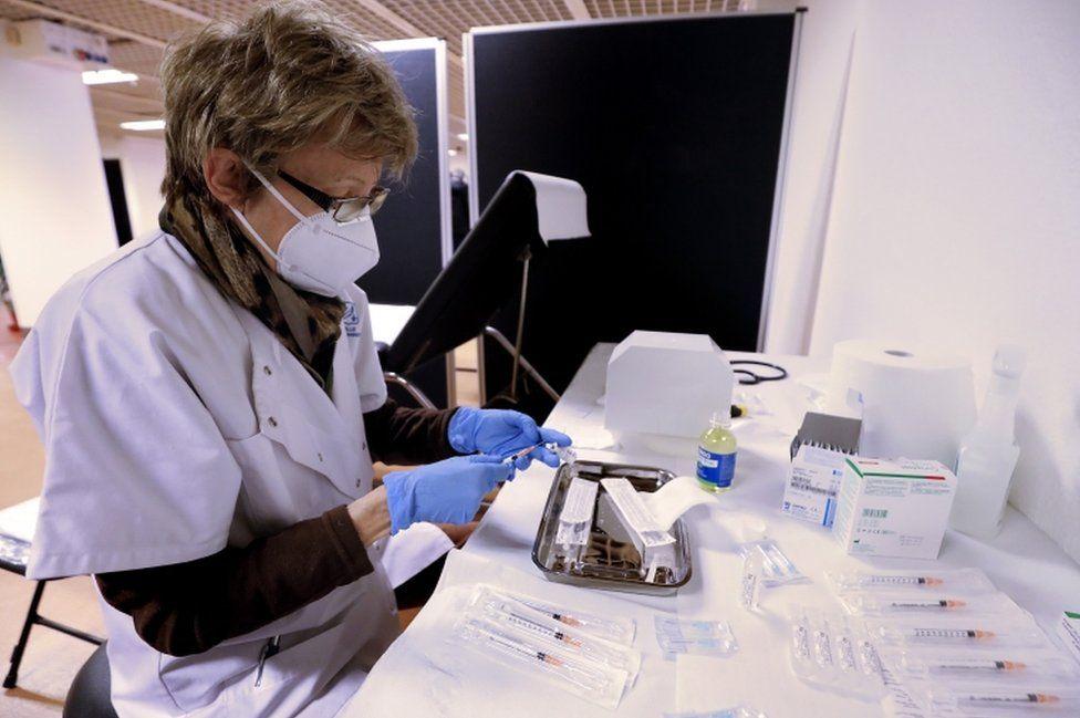 """ევროპის რამდენიმე ქვეყანა შეშფოთებულია, რომ """"ფაიზერის"""" ვაქცინის იმაზე ნაკლები დოზა მიიღეს, ვიდრე ელოდებოდნენ"""