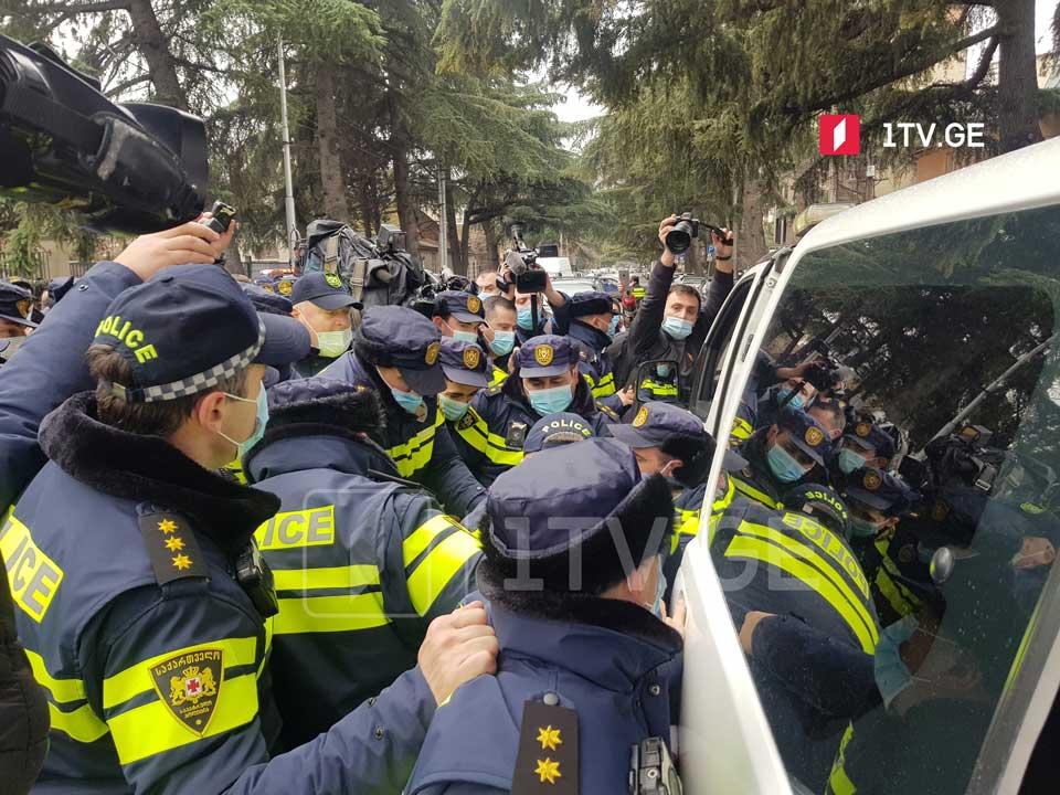"""Полиция в административном порядке задержала девять активистов, проводящих акцию протеста перед """"Экспо Грузия"""""""