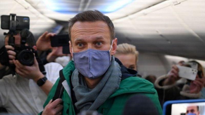 Алексея Навального задержали по прибытии в Москву