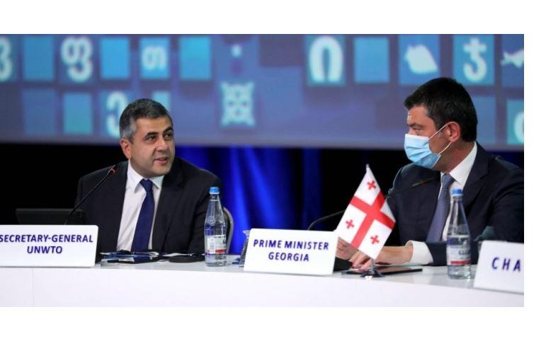 Георгий Гахария поздравляет Зураба Пололикашвили с переизбранием генеральным секретарем Всемирной туристской организации
