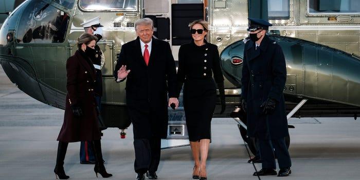 მედიის ცნობით, დონალდ და მელანია ტრამპებმა მომავალ პრეზიდენტსა და პირველ ლედის წერილები დაუტოვეს