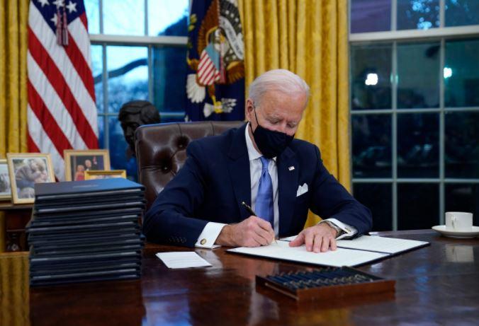 """ჯო ბაიდენი აცხადებს, რომ დონალდ ტრამპმა თეთრი სახლის ოვალურ კაბინეტში """"ძალიან დიდსულოვანი"""" წერილი დაუტოვა"""