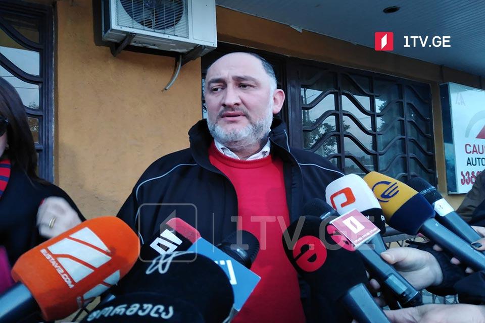 ადვოკატი აცხადებს, რომ ბრალდებულ ბიძინა ესებუას კორონავირუსი დაუდასტურდა და სასამართლოს მისი გათავისუფლების შუამდგომლობით მიმართავს