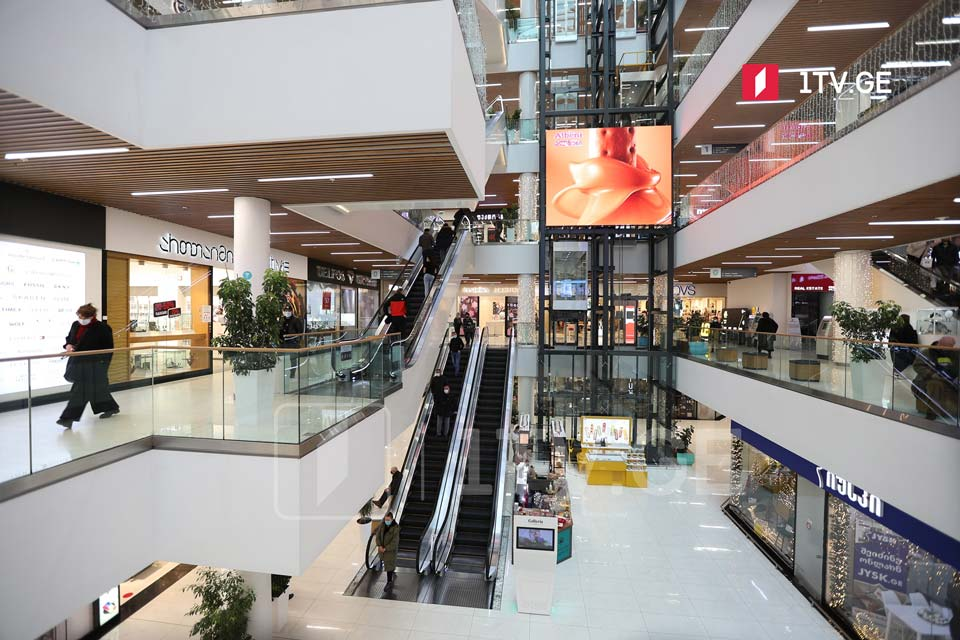 Retailers and shopping malls to reopen in 3 cities