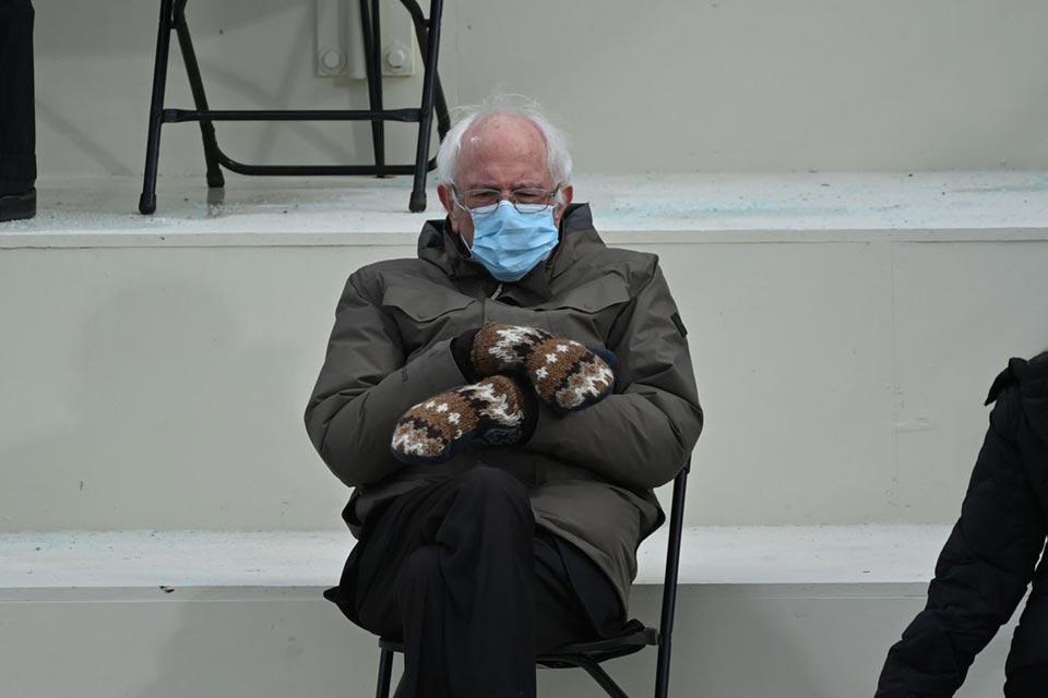 სენატორი ბერნი სანდერსი - უბრალოდ, ვიჯექი და გათბობას ვცდილობდი [ვიდეო]