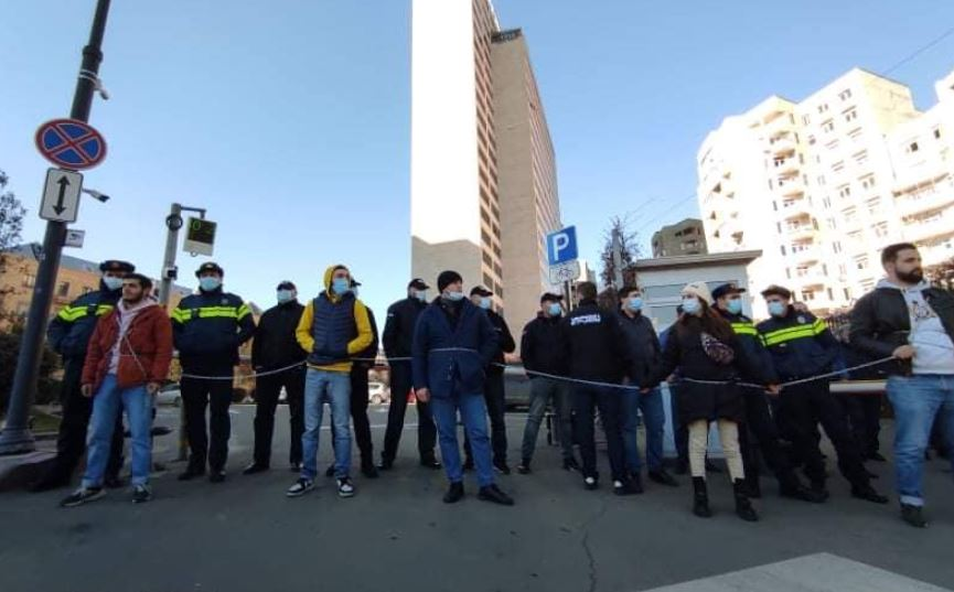 Youth wing of Labor Party holds protest at Tbilisi City Hall