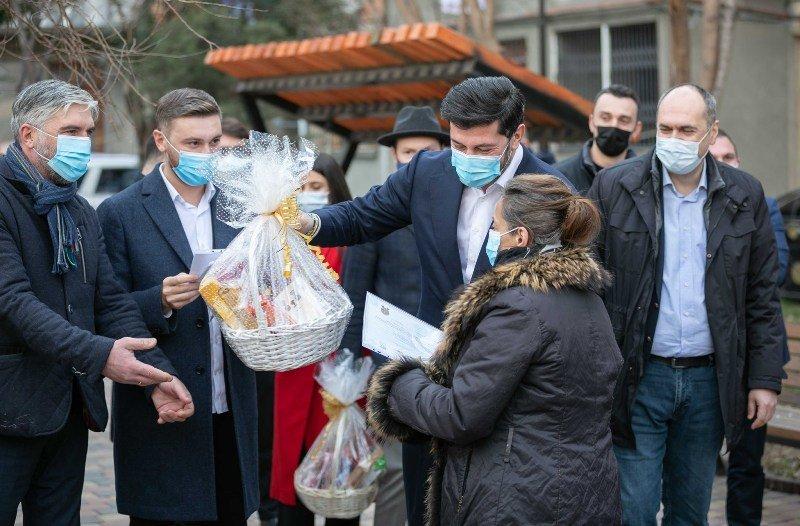 Tbilisi Meriyası İsani rayonunda yaşayan 66 ailəyə sahələri rəmzi qiymətə - bir lariyə qanuniləşdirdi