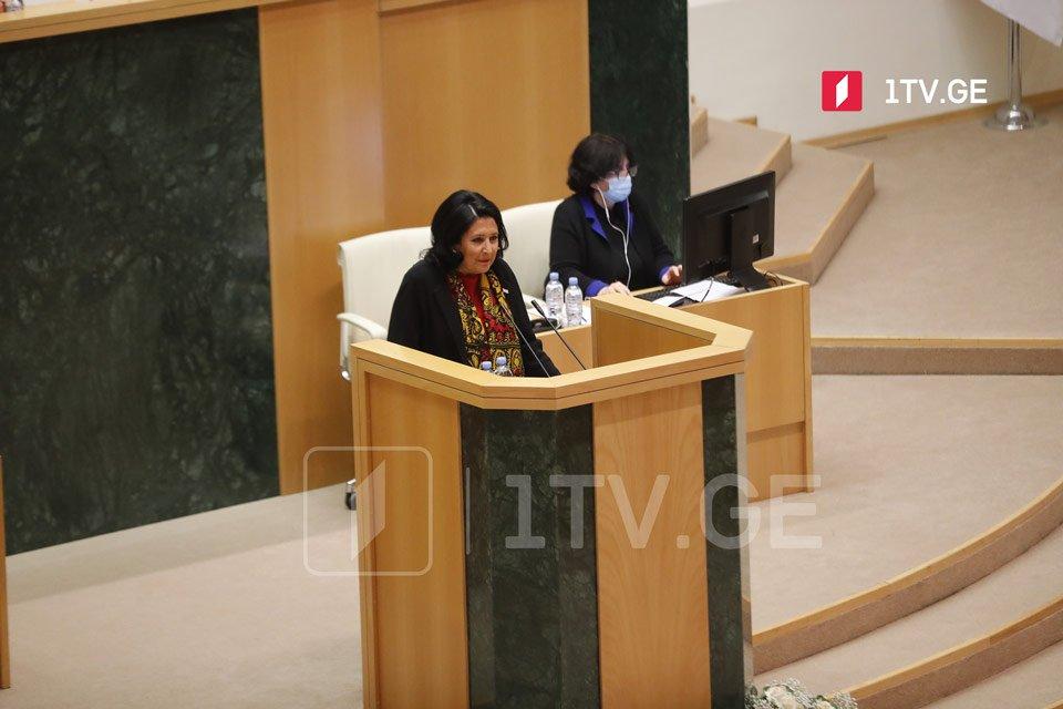 Salome Zurabişvili onuncu çağırış Parlamentinə illik hesabatını yaz sessiyasında təqdim etməlidir