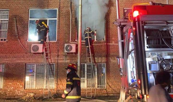Пожарные-спасатели спасли пациентов Центра травматологии