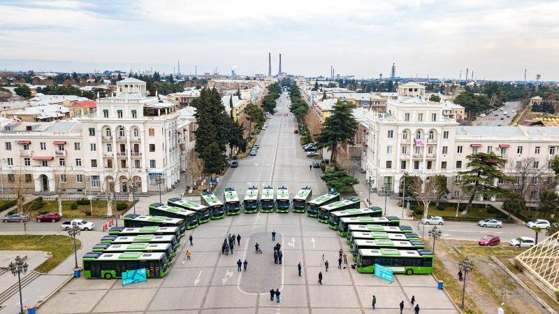რუსთავში ახალი ავტობუსები მგზავრებს ხვალიდან, ორი კვირის განმავლობაში, უფასოდ მოემსახურება