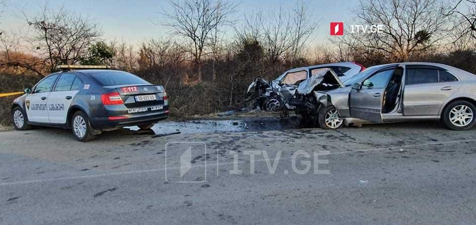 სოფელ კურდღელაურში ავტოსაგზაო შემთხვევის შედეგად ექვსი ადამიანი დაშავდა, მათ შორის სამი არასრულწლოვანი