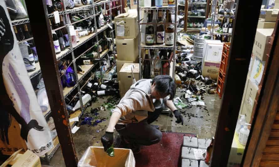 იაპონიაში მიწისძვრის შედეგად სულ მცირე 30 ადამიანი დაშავდა