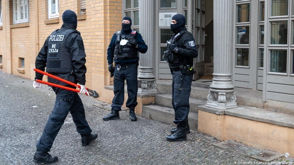გერმანიის პოლიციამ არაბული და ჩეჩნური კლანების წინააღმდეგ ფართომასშტაბიანი რეიდები ჩაატარა