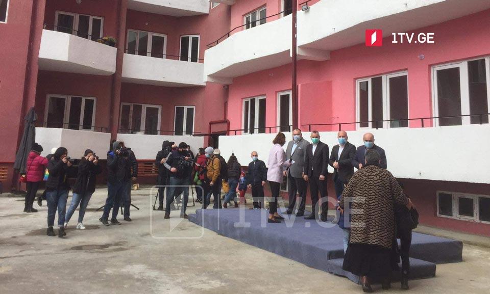 ქუთაისში, ახალაშენებულ კორპუსებში ბინა 60-მა დევნილმა ოჯახმა მიიღო