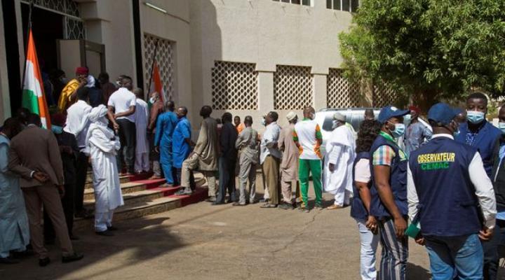 მედიის ცნობით,ნიგერში საპრეზიდენტო არჩევნების მიმდინარეობისას საარჩევნო კომისიის შვიდი თანამშრომელი მოკლეს