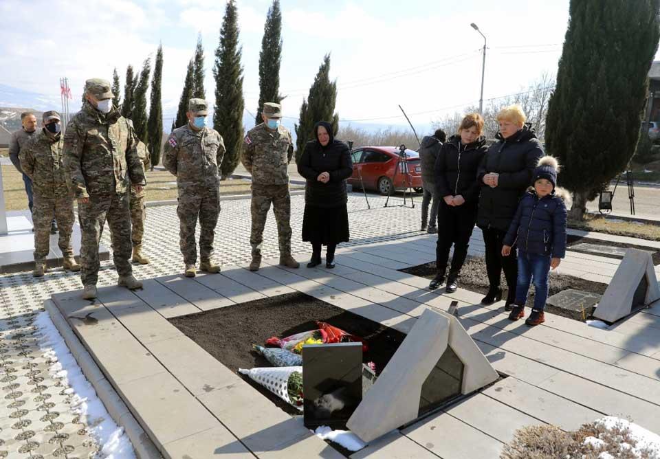 Զինծառայողները հարգել են Արչիլ Տատունաշվիլիի հիշատակը