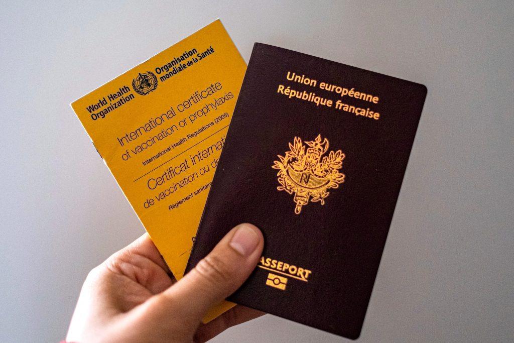"""საბერძნეთი ევროკავშირს """"კოვიდ-19""""-ის ვაქცინის პასპორტის შემოღებისკენ მოუწოდებს, რაც ქვეყნებს ტურისტული სეზონის უსაფრთხოდ გახსნის საშუალებას მისცემს"""